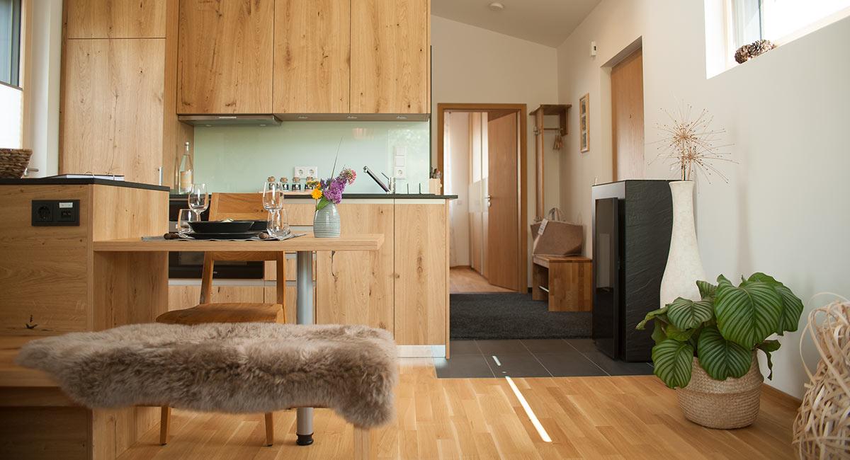 Ein helles, freundliches Wohn-/Eßzimmer erwartert die Gäste im Newergarten (Nunkirchen, Nordsaarland)