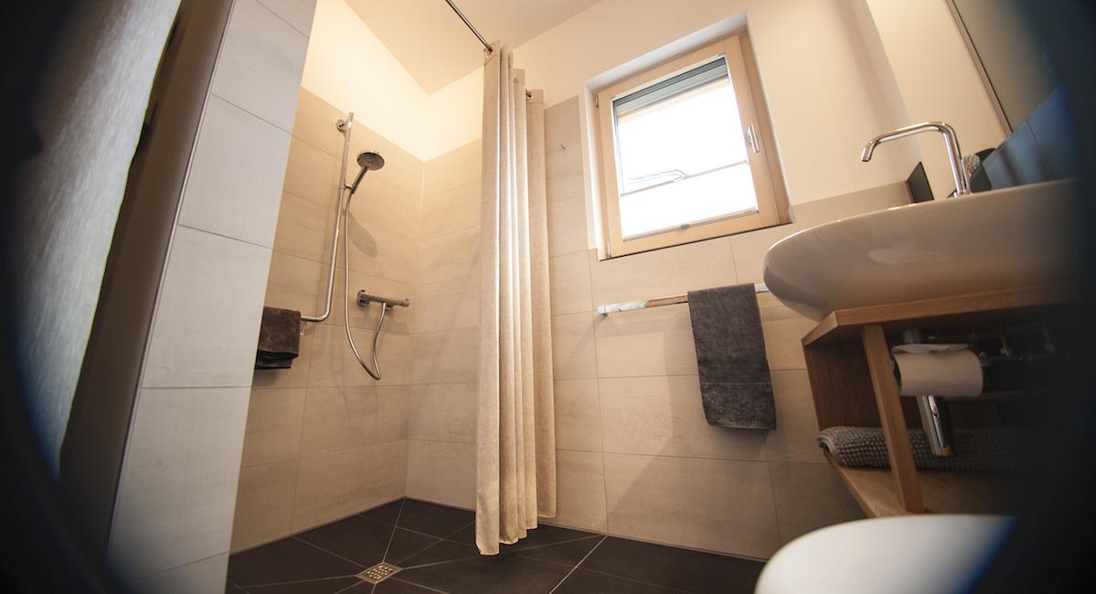 Ebenerdige Dusche im Ferienhaus Newergarten Gabi Kirsch Wadern